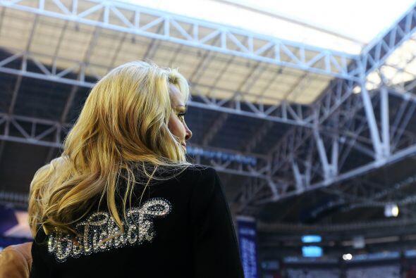 La novia del entrenador en jefe de los Patriots luciendo el nombre de él...
