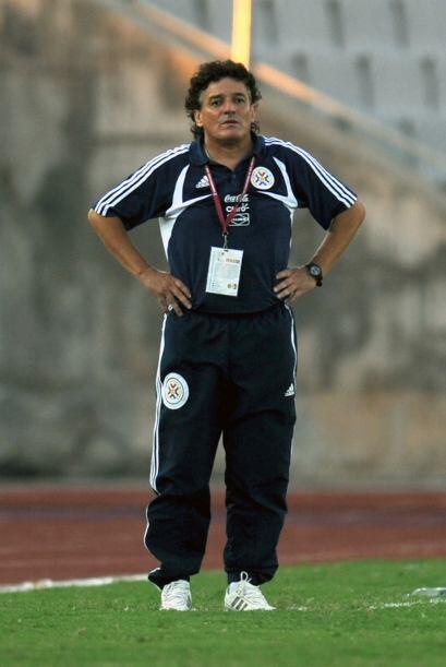 Paraguay tiene a un DT argentino y se llama  Adrián Coria. Es de la escu...