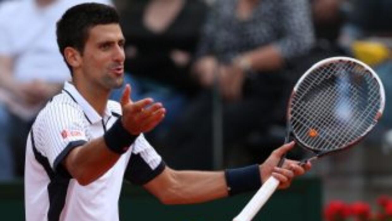 Djokovic comenzó dominando el partido tras romper el servicio del checo...