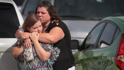 """Estudiantes de la secundaria Santa Fe aseguran que tienen """"miedo"""" de volver a clases tras el tiroteo mortal"""