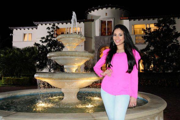 Nabila Tapia siempre sonriente enfrente de las cámaras.