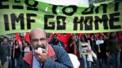 La crisis griega arrastra a las bolsas mundiales y alarma a Bruselas 22f...