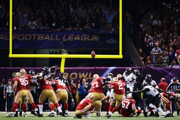 A la siguiente ofensiva, los 49ers consiguieron tres puntos con gol de c...