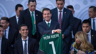 En fotos: El presidente de México abanderó al Tri previo a Rusia 2018