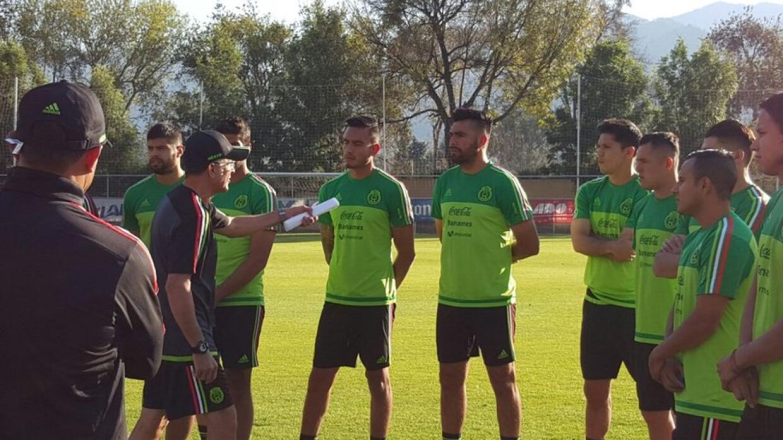 Con un trabajo de recuperación, la Selección Mexicana de Fútbol comenzó...