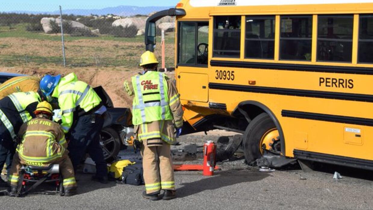 Accidente de autobús escolar en el condado de Riverside
