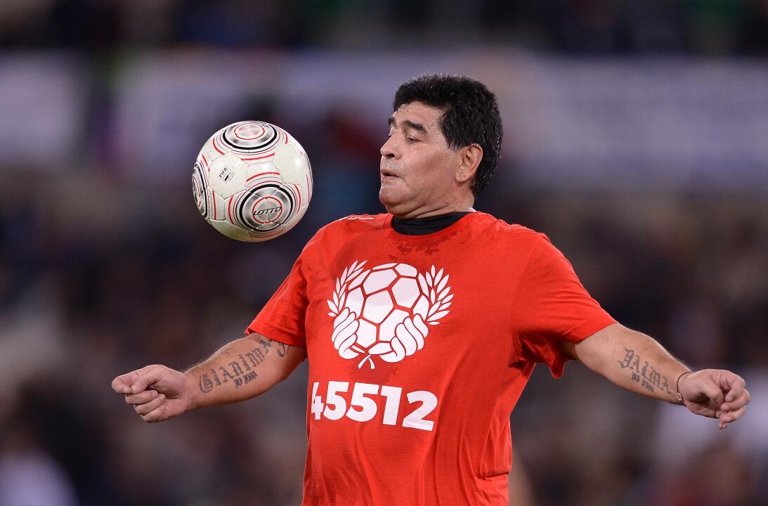 Diego Maradona y su show en el 'Partido por la paz' GettyImages-61418948...