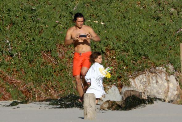 Orlando Bloom quién ahora figura en la lista de padres solteros,...