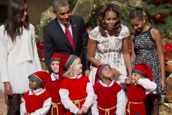 Después de terminar con la tarea, la familia presidencial y los duendes...