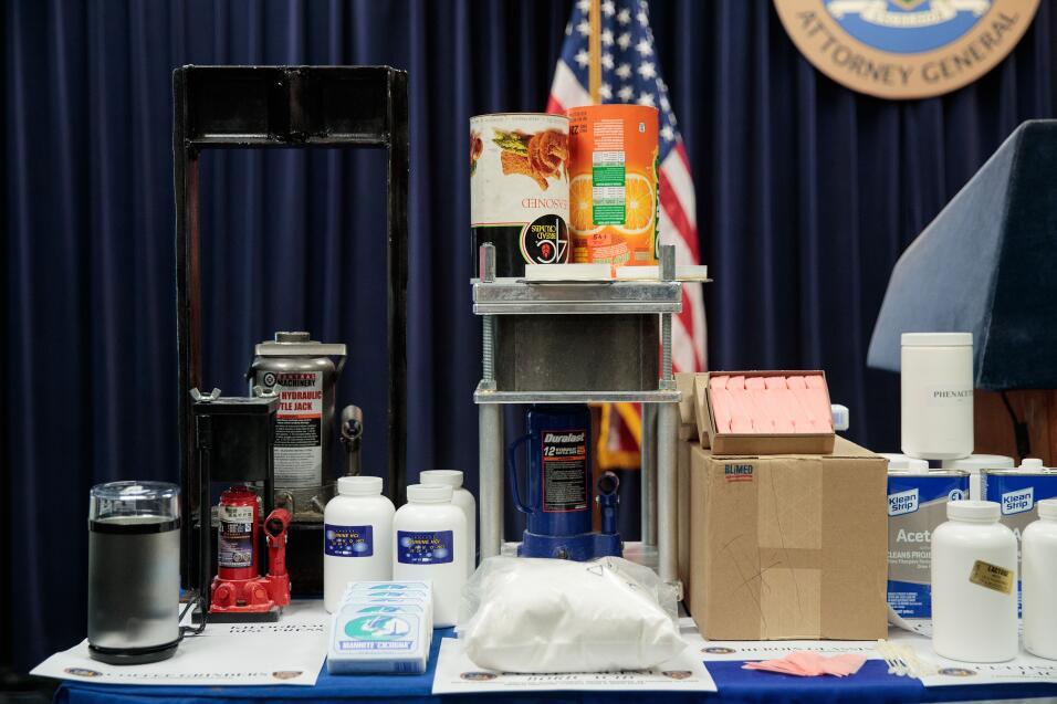 A los acusados se les imputa mezclar productos químicos -como ane...