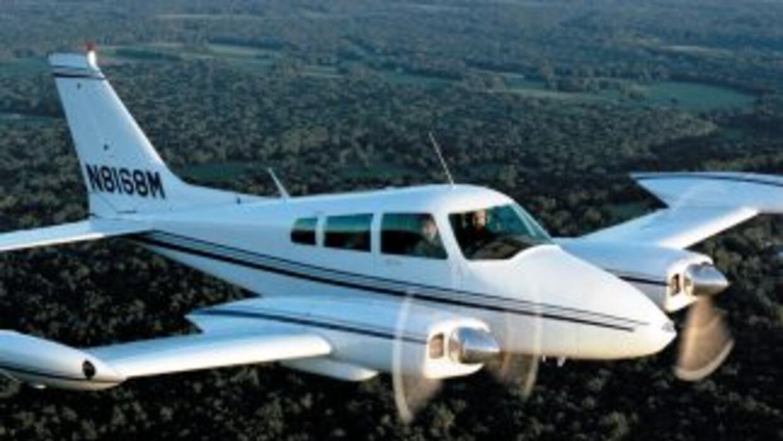 En la imagen, una avioneta Cessna 310, similar a la accidentada en Jacks...