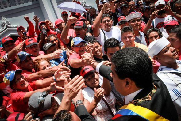 Abundaron las prendas rojas con estampados de Chávez, Fidel Castr...