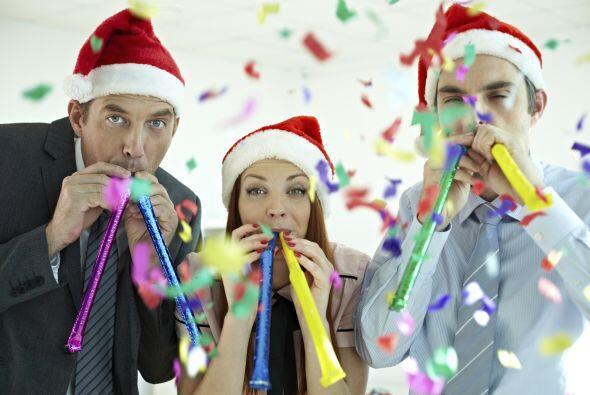 No dejes que la emoción de festejar el fin de año junto a tus compañeros...