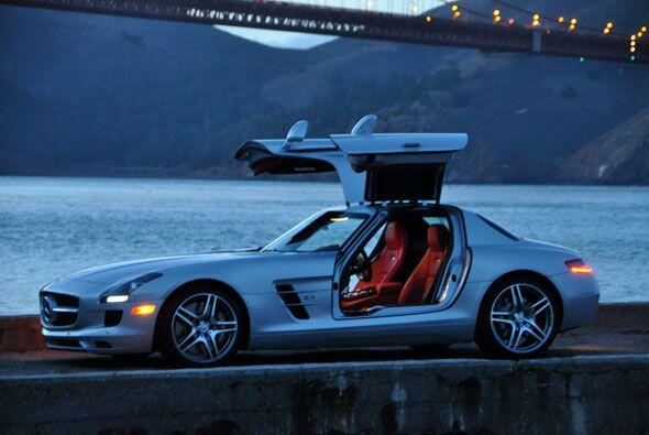 El Mercedes-Benz SLS AMG es una obra de arte. La construcción del auto e...