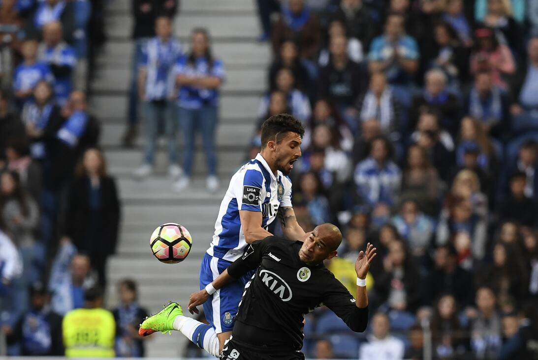 'Tecatito' Corona se disfrazó de Van Basten en el empate del Porto Jugad...