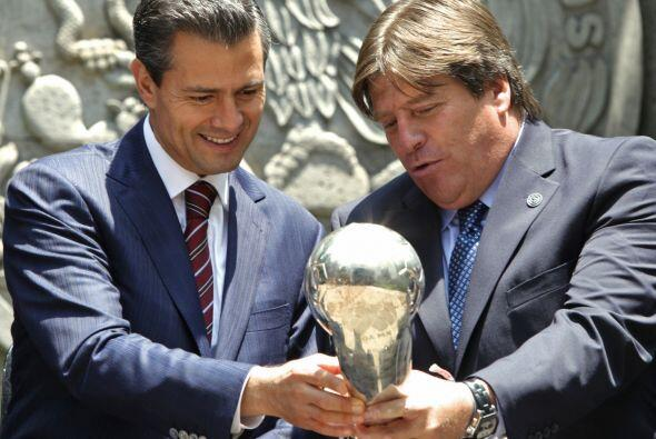 El delantero Raúl Jiménez leyó un mensaje en el que destacó la gran moti...