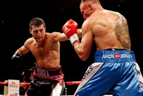 La 'Cobra' salió con todo a terminar rápido con Kessler, no pudo hacerlo.