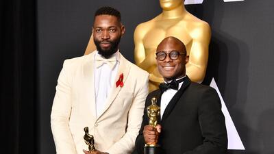 El director Barry Jenkins (derecha) y el autor de la obra que la inspiró...
