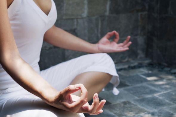 Medita cada día. Meditar te ayuda a cortar con los pensamientos cíclicos...