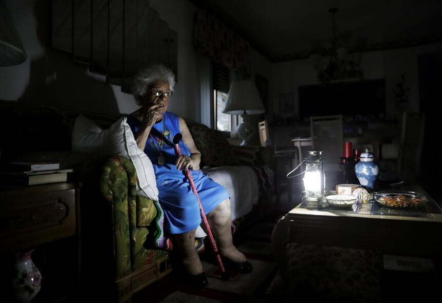 Mary Della Ratta de 94 años aguarda en su casa sin luz, a días del paso...