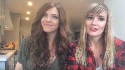Dos de las jóvenes que participan de la campaña en el video.