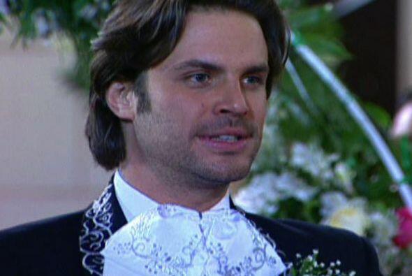 Asi el se convertía en Francisco Lara, un cantante de rancheras en el Ba...