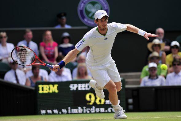 El favorito de casa, Andy Murray, se instaló en los cuartos con u...
