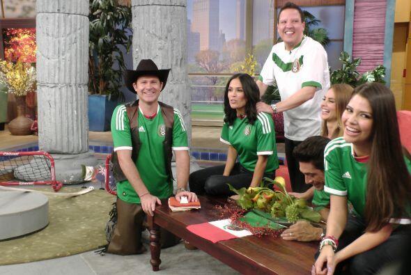 Raúl trataba de que Karla se relajara. Había que confiar en México.