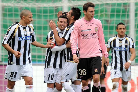 Se esperaba un duelo equilibrado, pero Antonio Di Natale abrió el marcad...