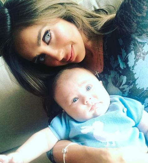Anahí y su hijo Manuel