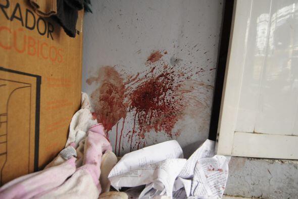 Los jóvenes fueron brutalmente golpeados por hombres encapuchados con ch...