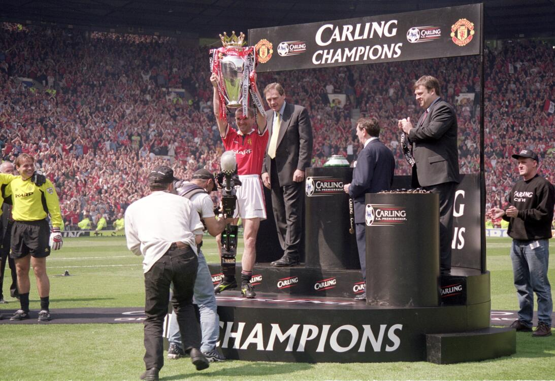 3. Manchester United (1999/2000) - 91 puntos y +51 en diferencia de gol....