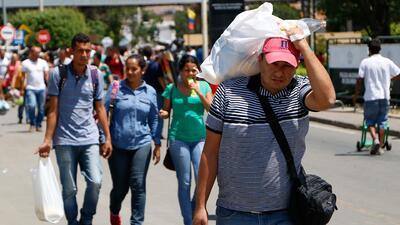 La llamada 'migración caminante': venezolanos atraviesan Colombia a pie para llegar a otros países