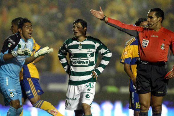 Oswaldo Sánchez es otro de los jugadores que están felices...