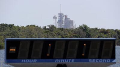 El reloj que marca la cuenta regresiva en el Centro Espacial Kennedy fue...