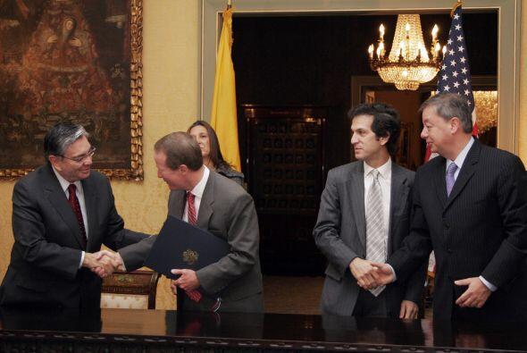 Dicho pacto permite el uso de bases militares colombiana a EU.