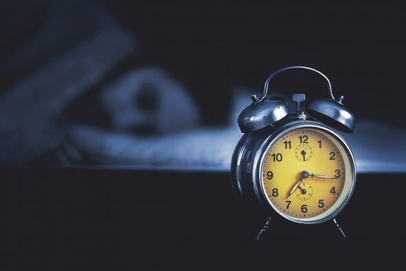 1) Como los bebés, mantén un horario. Ir a la cama y levantarse a la mis...