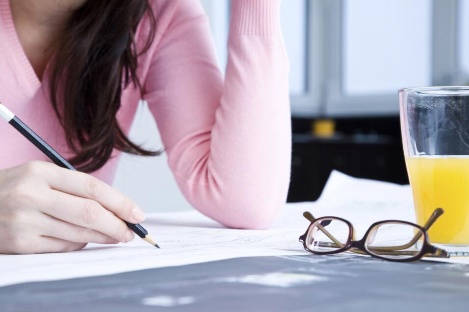 Hacer una lista de tus gastos fijos mensuales y evaluarlos te ayudará a...