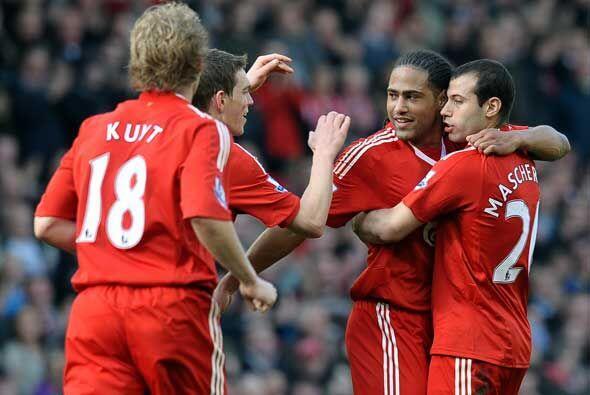 Glen Johnson completó los goles marcados en el duelo y el Liverpool ganó...