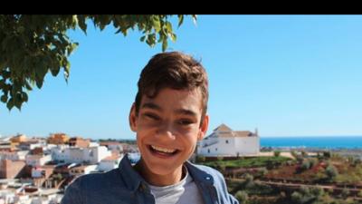 Delicado de salud Adrián Martín Vega, el niño con hidrocefalia que canta como los ángeles