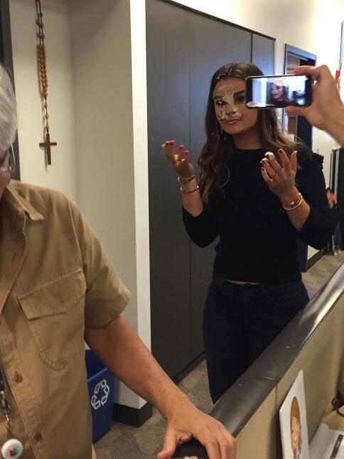 Alejandra Espinoza le embarró la cara a Clarissa de pastel pero ella no...