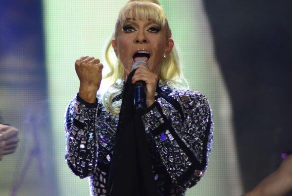 La güera interpretó su más reciente hit y dejó a todos boquiabiertos.