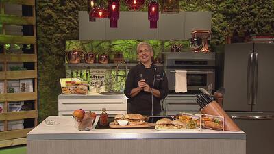 Pan con biftec La Aguadillana y batatas