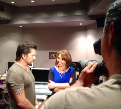 Juanes platicó largo y tendido con Maria Elena Salinas.