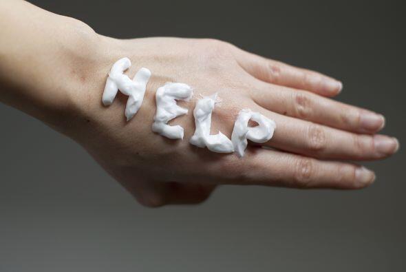 Las uñas quebradizas o el cabello también son un síntoma o puede ser la...