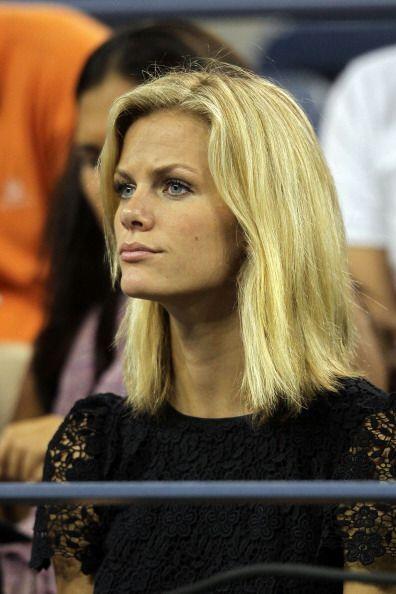 Brooklyn Decker estuvo atenta al juego de su novio Andy Roddick.