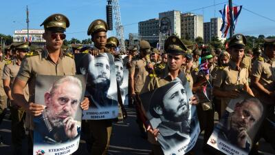 Por la mañana el desfile del Primero de Mayo en la Plaza de la Revolució...