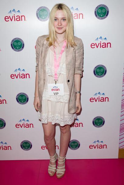 La actriz Dakota Fanning engalanó el inicio del magno torneo inglés.