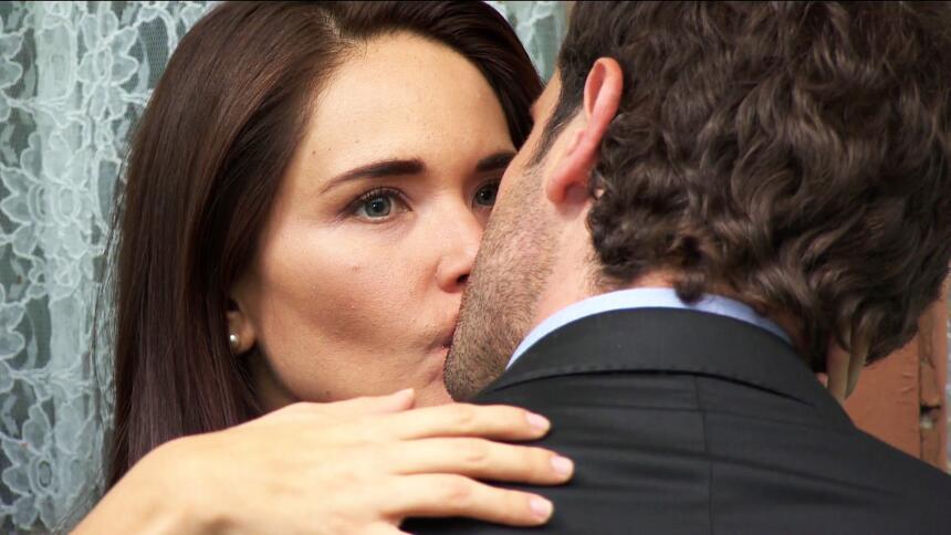 Los besos de María Dolores rompen corazones