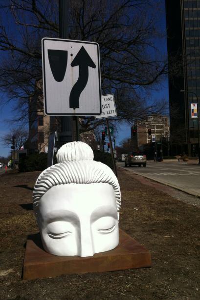 El proyecto de arte se extiende hasta las afueras de Chicago incluyendo...